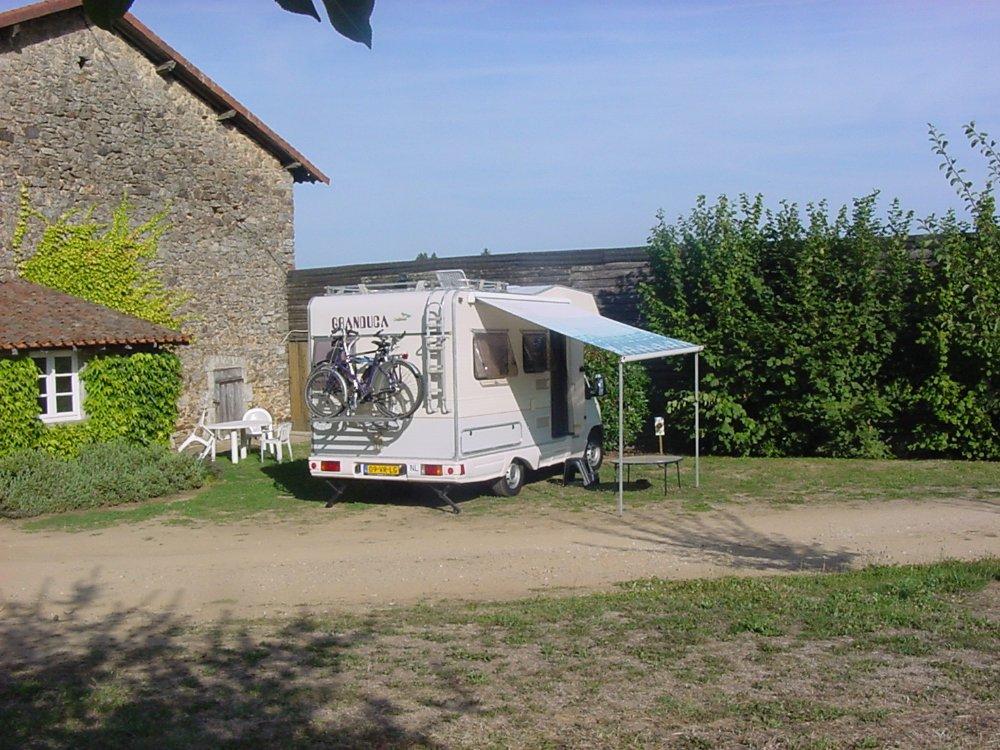 Aire camping-car à Firbeix (24450) - Photo 2